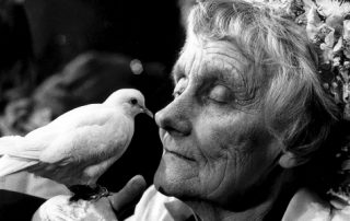 Astrid Lindgren mit Taube (© Jacob Forsell)